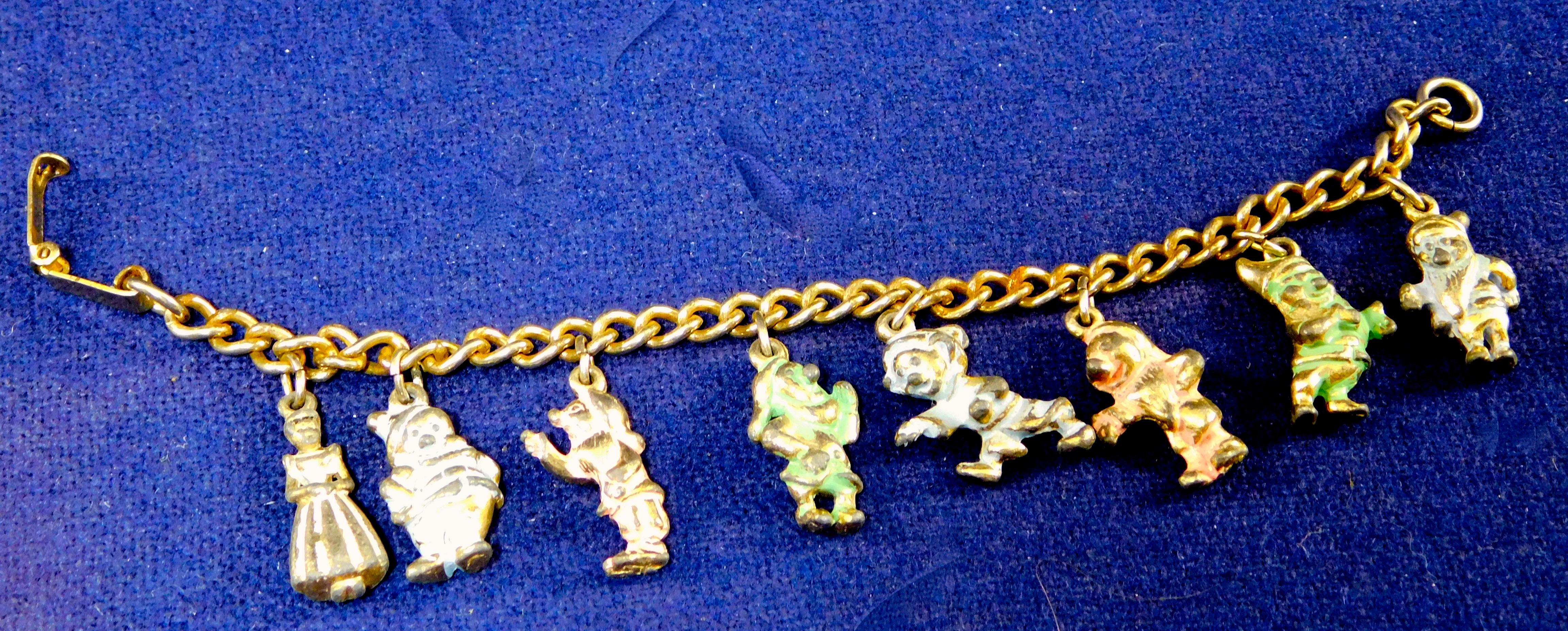 vintage disney snow white and seven dwarfs charm bracelet